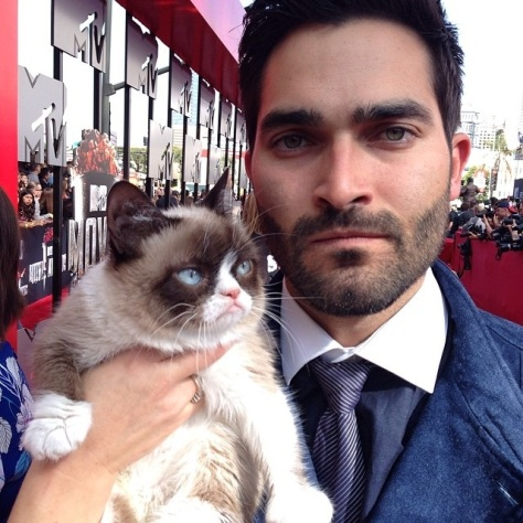 Happy-28th-Birthday-Tyler-Hoechlin-150911-07